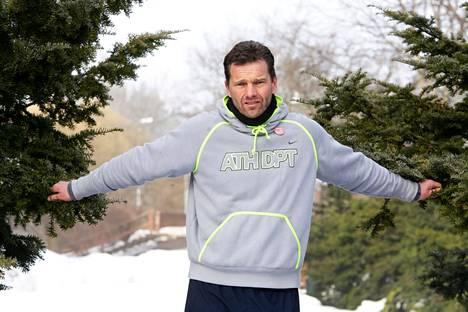 Joni Vesalainen on toiminut jalkapallopestiensä lisäksi myös SM-liigan myyntijohtajana.