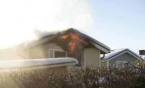 Palosta levisi savua koko Välivainion alueelle.