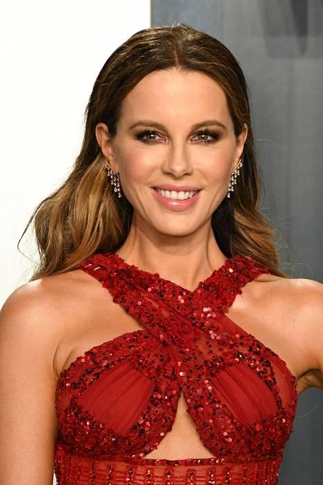 Kate Beckinsalen mielestä ikäeroista hössöttäminen on naurettavaa.