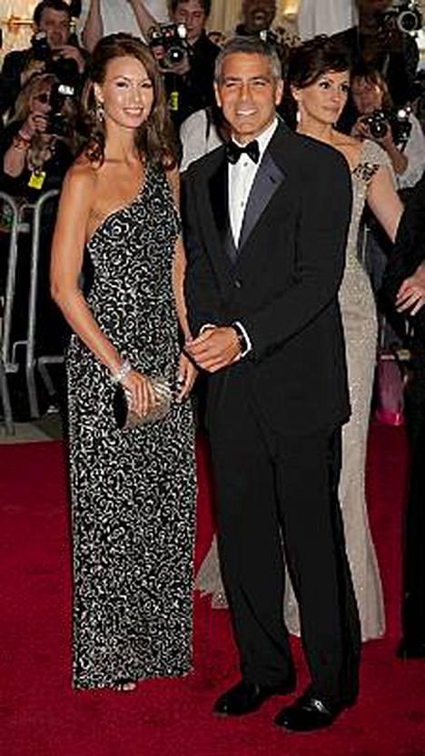 Sarah Larson ja George Clooney erosivat toukokuussa.