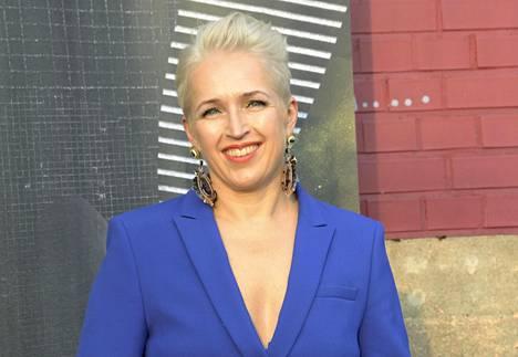 Anna Perho keskittyy nykyään kirjoittamisen ohella yritys- ja uravalmennukseen.