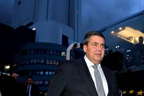Saksan talousministerin Sigmar Gabrielin mukaan saksalaisille vientiautoille asetettavalla verolla voisi olla karvaat seuraukset Yhdysvaltain autoteollisuudelle.
