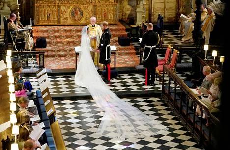 Koskettava hetki: prinssi Harry ja herttuatar Meghan sanoivat toisilleen tahdon.