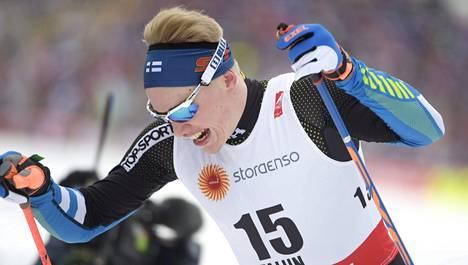 Iivo Niskanen koettelee urheilijasopimusta.