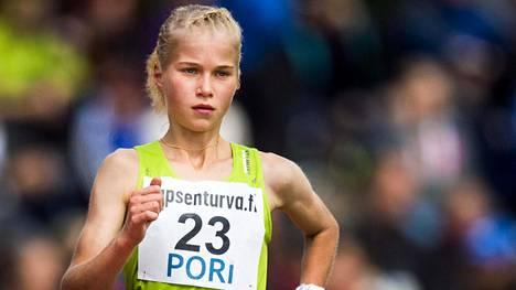 Alisa Vainio voitti kesällä aikuisten SM-kultaa 10000 metrillä.