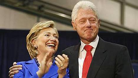 Bill Clinton tukee vaimoaan tämän uralla.
