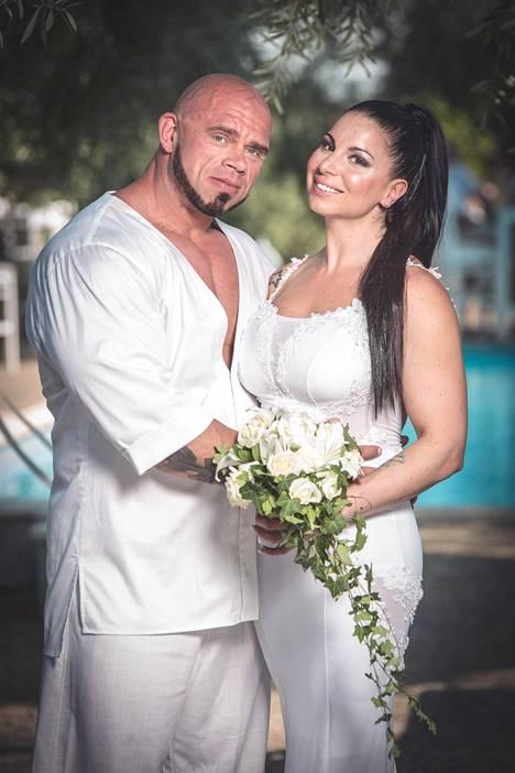 Onnellinen pariskunta meni naimisiin kuuden yhteisen vuoden jälkeen.