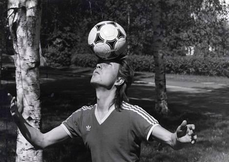 Pave Maijanen pallottelemassa toukokuussa 1985.