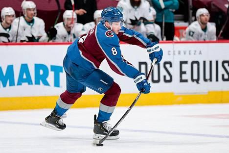 Vaikea uskoa, että viime kauden Calder-voittaja Makar pelaa vasta toista NHL-kauttaan.