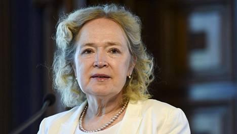 Jaana Husu-Kallion mielestä Jari Leppä on suhtautunut tasa-arvoisesti alaisiinsa.