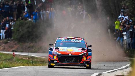 Hyundain Thierry Neuville ajoi Katalonian MM-rallin voittoon.