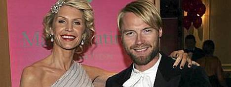 Yvonne ja Ronan Keating poseerasivat onnellisina viime marraskuussa.