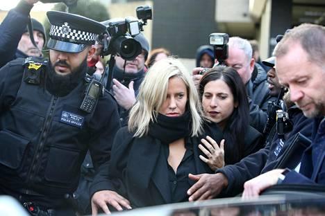 Caroline Flack menetti pestinsä Love Islandin juontajana 12. joulukuuta tapahtuneen väkivaltaisen selkkauksen takia.