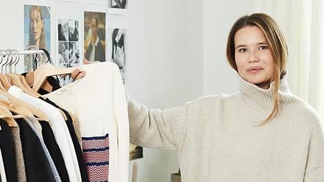 """""""Pidän jatkuvasti ostoslistaa haluamistani vaatteista ja asusteista. Käytän tuotteiden etsimiseen ja listan päivittämiseen noin tunnin joka päivä"""", Kovanen kertoo."""