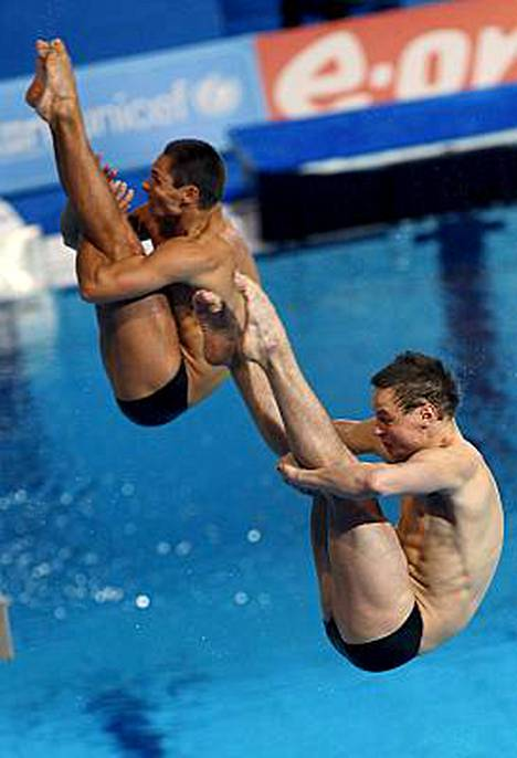 Joona Puhakka ja Ville Vahtola hyppäsivät kahdeksanneksi 3 metrin ponnahduslaudan parikisassa Eindhovenin EM-kisoissa.