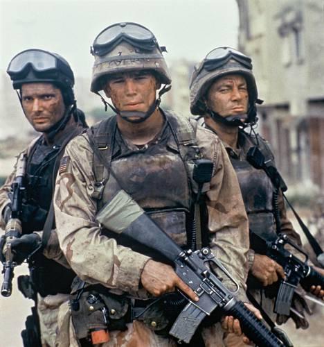 Josh Hartnett (keskellä) tähditti Isku Mogadishuun -elokuvaa 2011. Muissa rooleissa nähtiin mm. Eric Bana (vas.) ja Jason Isaacs (oik.).
