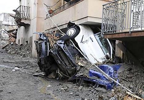 Messinan kylä joutui rankkasateiden aiheuttaman mutavyöryn uhriksi.