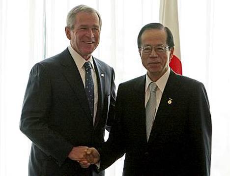 Yhdysvaltain presidentti George W. Bush tapasi Japanin pääministerin Yasuo Fukudan.