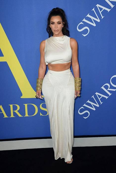 Pamplona haluaa näyttää tosi-tv-tähti Kim Kardashianilta.