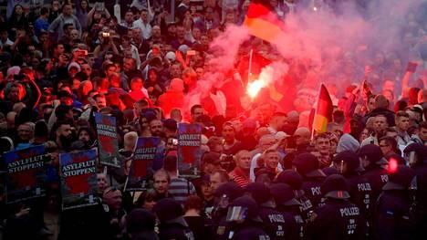 Kaksi miestä sai tällä viikolla tuomiot Hitler-tervehdyksistä, joita he tekivät äärioikeiston marssilla 27. elokuuta Chemnitzissä.