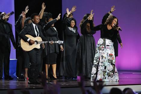 Gospel-laulaja Travis Greene lauloi gaalajuhlassa Trumpin kunniaksi.