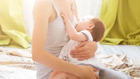 Viime vuonna sama tutkijaryhmä havaitsi myös maitoallergian kehittyvän todennäköisemmin, jos lapsi saa lehmänmaitovalmistetta ensimmäisen kolmen päivän aikana.