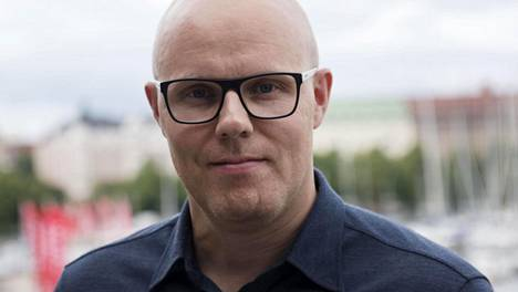 Aki Linnanahde on tehnyt pitkän uran radiossa ja televisiossa.