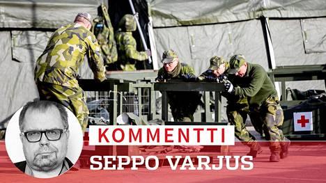 Ruotsalaiset sotilaat rakensivat kenttäsairaalaa koronaviruksen uhreille Göteborgissa. Maan löysän linjan seuraukset alkavat paljastua.