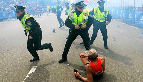 Bill Iffrig, 78, putosi maahan maalialueella räjähdyksen voimasta. Hän oli juoksemassa kolmatta Bostonin maratoniaan ja 45. maratoniaan kaiken kaikkiaan.