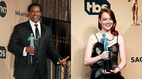 Denzel Washington ja Emma Stone esittelevät palkintojaan kuvaajille.