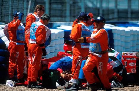 Michael Schumacher ajoi seinään yli 100 kilometrin tuntinopeudessa.