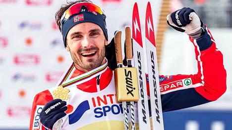 Hans Christer Holund juhli 50 kilometrin (v) MM-kultaa Seefeldissä 2019.