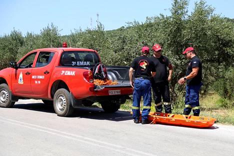 Pelastus- ja etsintäpartion jäsenet valmistautuivat tiistaina kuljettamaan Eatonin ruumiin pois maastosta.