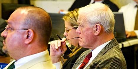 Paul R. Xochihua (vas.) ja Charles T. Smith toimivat puolustuksen asianajajina oikeudenkäynnissä, jossa Yhdysvaltain partiopoikajärjestöä syytetään seksuaalisen hyväksikäytön salailusta.
