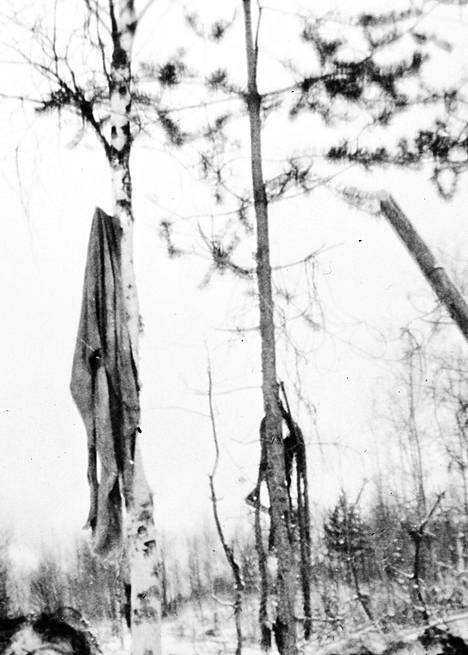 Luvattomasti otettu kuva lähti leviämään sotilaalta toiselle vuonna 1942 – lopulta se päätyi jopa Neuvostoliiton lentolehtisiin, joissa uhrin väitettiin olleen venäläinen sotavanki.