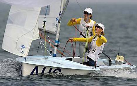 Australian Elise Rechici ja Tessa Parkinson hallitsivat naisten 470-luokkaa. Kulta meni Australiaan myös miesten luokassa.