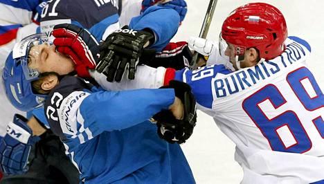 Suomen ja Venäjän välisen MM-finaalin tuomarityöskentely on herättänyt runsaasti keskustelua.