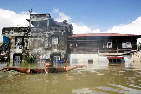 14 000 ihmistä on evakuoitu tulvien tieltä Pohjoisessa Malesiassa lähellä Thaimaan rajaa.