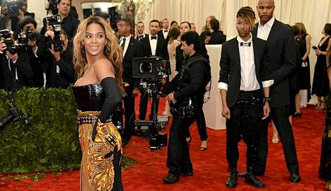Beyonce katseiden keskellä.