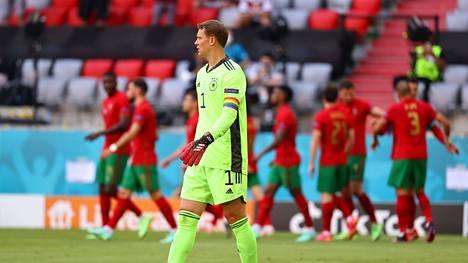 Manuel Neuerin käsivarsinauha aiheuttaa pahennusta.