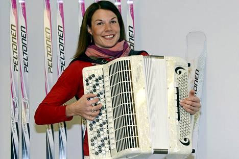 Mona-Liisa Nousiainen oli hiihtämisen lisäksi myös tunnettu muusikko.