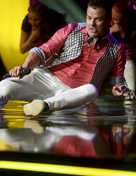 Sillanpää otti lavan myös haltuun kappaleen videolta tutulla koreografialla.