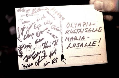 Suomen joukkue onnitteli olympiavoittajaa kortilla.