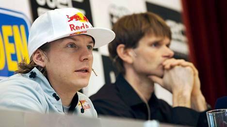 Kimi Räikkönen ja Marcus Grönholm osallistuivat yhdessä rallin MM-sarjaa koskeneeseen tiedotustilaisuuteen 2010.