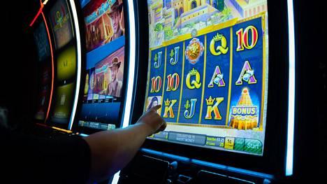 Kuvituskuva. THL:n mukaan jopa 80 prosenttia suomalaisista pelaa rahapelejä.