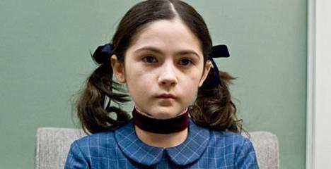 Miten niin tuhma? Isabelle Fuhrman elokuvassa Ottolapsi.