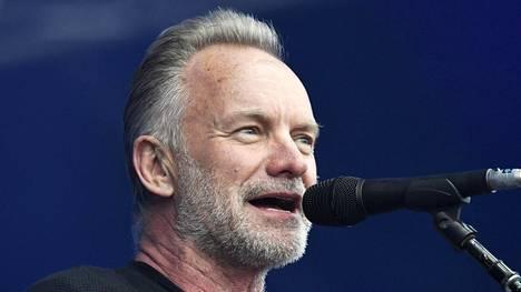 Sting esiintyy parhaillaan Helsingin Kaisaniemessä.