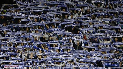 Suomalaiset ovat jo nyt jättäneet pääsylippuhakemuksia Huuhkajien otteluihin huomattavasti enemmän kuin myynnissä on lippuja.