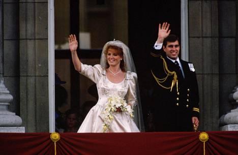 Sarah Fergusonilla olikin kuin olikin omissa häissään tiara, joka uskotaan nähtävän myös hänen tyttärensä kutreilla hänen omana hääpäivänään lokakuussa.