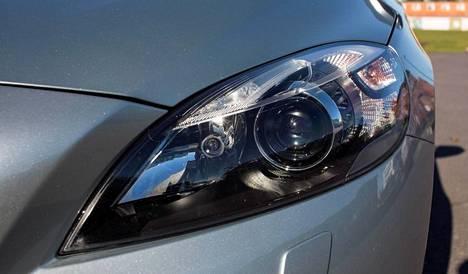 Perusmallia paremmat ksenon-valot kuuluvat business-varusteiseen Volvoon.